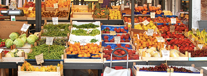 Street market stalls and points of sales where to find the delicious fresh Organic Veggies & Fruits of Ma Ferme Bio